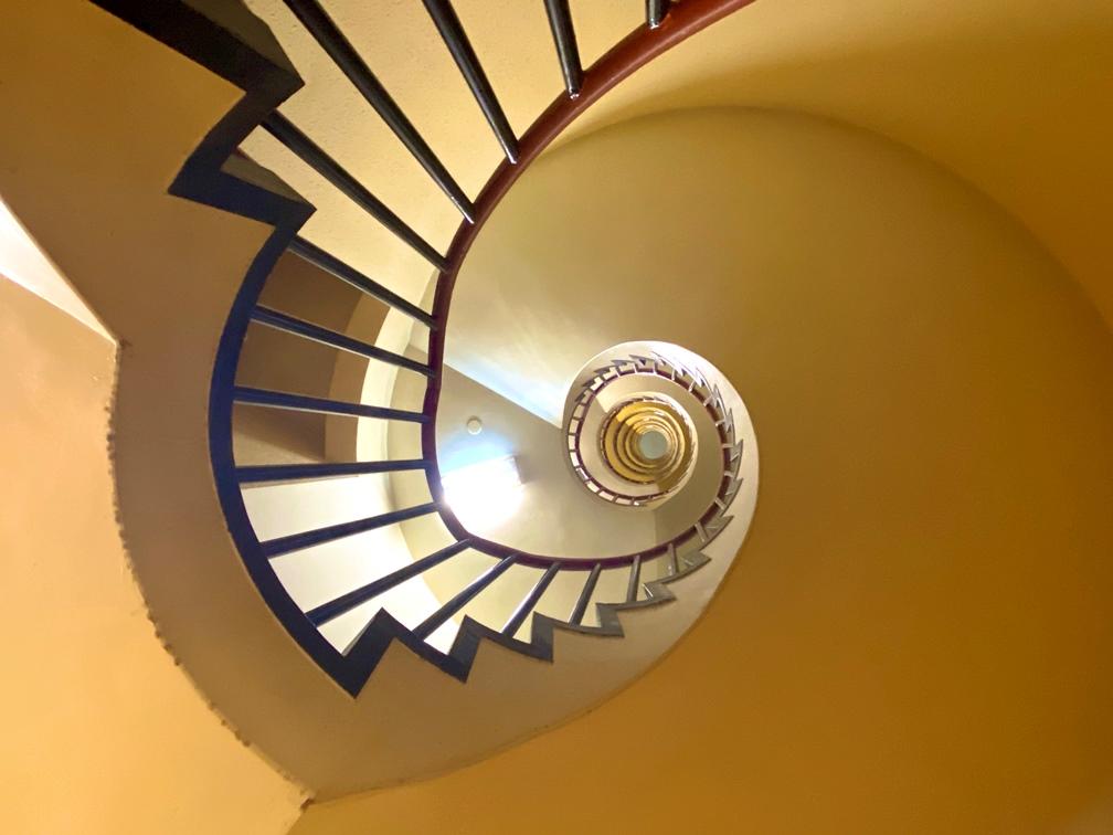 写真:螺旋階段